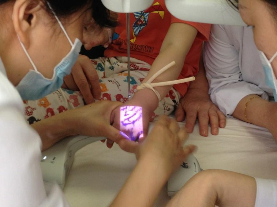 Handheld Infrared Vein Finder SIFVEIN-4.5 doctor use